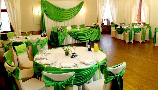 Оформление зала на свадьбу в зеленом цвете