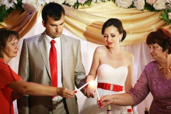 Слова на зажжение семейного очага на свадьбе