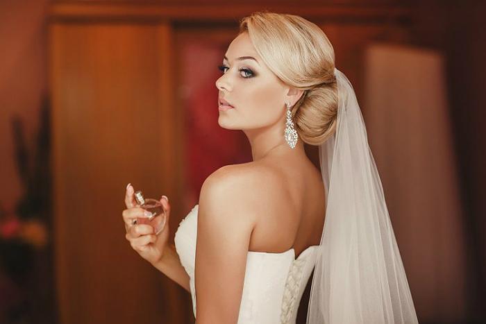 Свадебная прическа с гребнем для волос 7