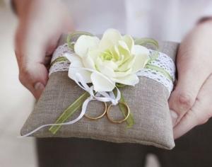 Свадебные атрибуты своими руками: список идей для шаблонов