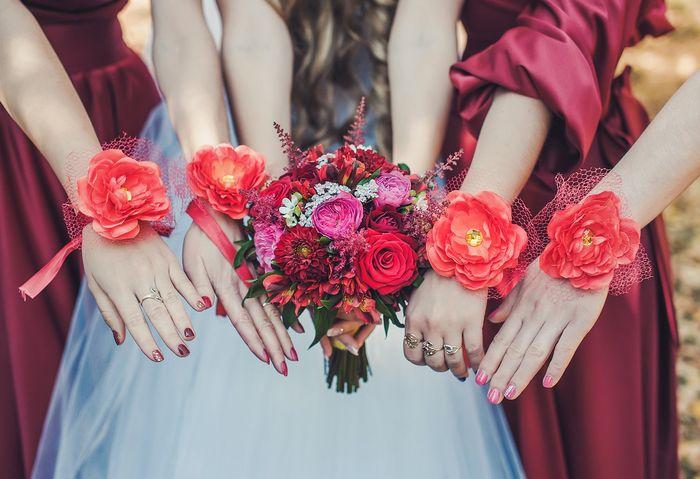цветы на руку подружкам невесты 4