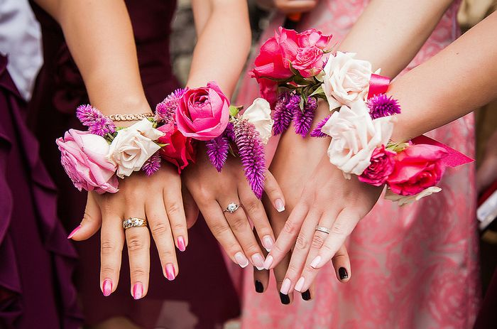 цветы на руку подружкам невесты 8