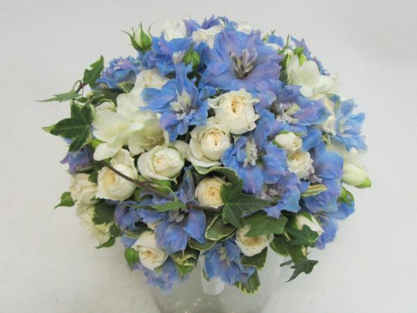 Свадебный букет из кустовых роз и фрезий для невесты своими руками с белыми и красными цветами