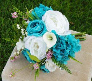 Бирюзовый букет невесты на свадьбу в белых и темных оттенках: выбираем тона и цветы – фото