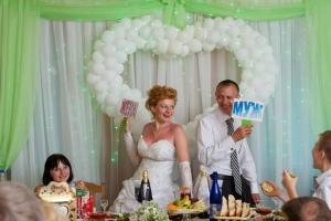 Шуточные обязанности на свадьбе для гостей