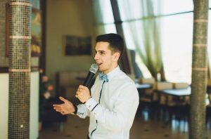 Советы, как выбрать ведущего на свадьбу правильно