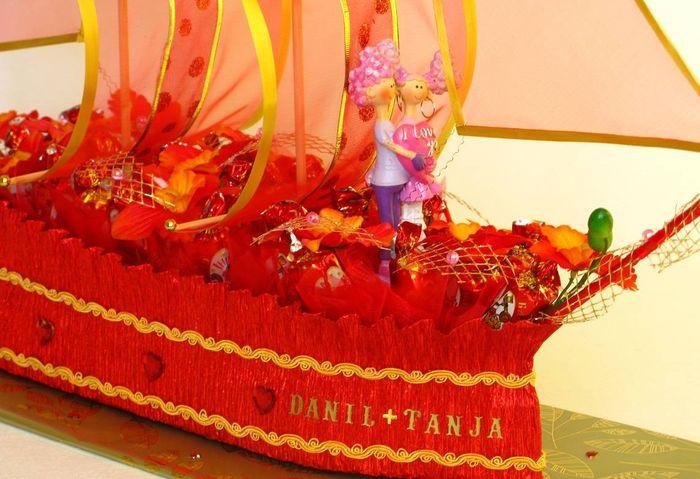 Корабль из конфет на свадьбу 5